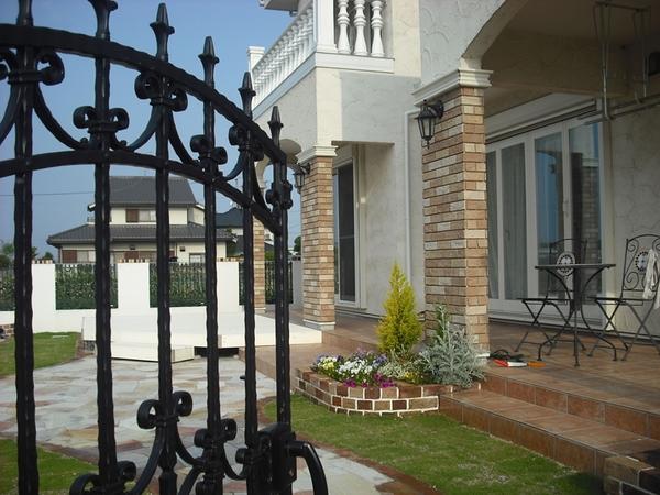 デザイン住宅における南欧風の特徴と強みについて